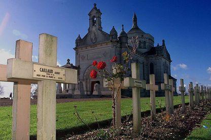 Cimetière de Notre-Dame de Lorette, près d'Arras où reposent près de 43 000 corps de soldats francais