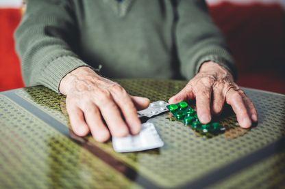 La décision gouvernementale de ne plus rembourser, à partir du 1er aout 2018, les médicaments anti-Alzheimer, jugés insuffisamment efficaces et potentiellement risqués, a suscité le tollé d'associations de malades