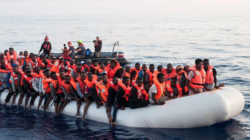 Migrants secourus par l'association allemande Lifeline