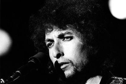 Bob Dylan sur scène au Feijenoord Stadion, à Rotterdam, en Hollande, lors de sa tournée mondiale «Still On The Road»
