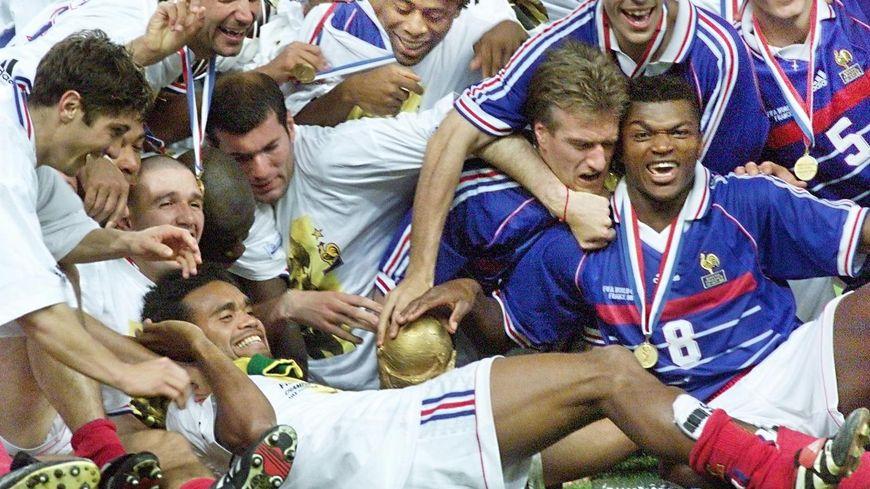 La joie d'une équipe qui s'est retrouvée à tous les coins de rues de Saint-Étienne.
