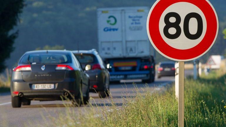 Une route secondaires non séparées par un terre-plein central visée par la nouvelle limitation de vitesse