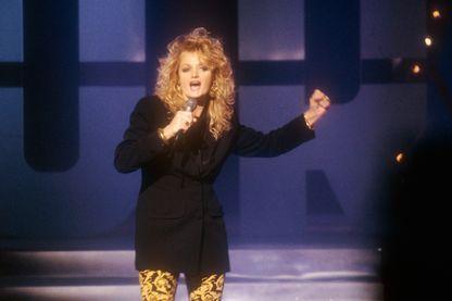 """La chanteuse galloise Bonnie Tyler au cours d'une émission télévisée en 1980, trois ans avant le succès de son tube """"Total Eclipse of the Heart"""""""