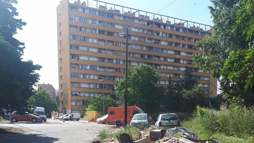 Dans la cité Corot, il y a 7 bâtiments.