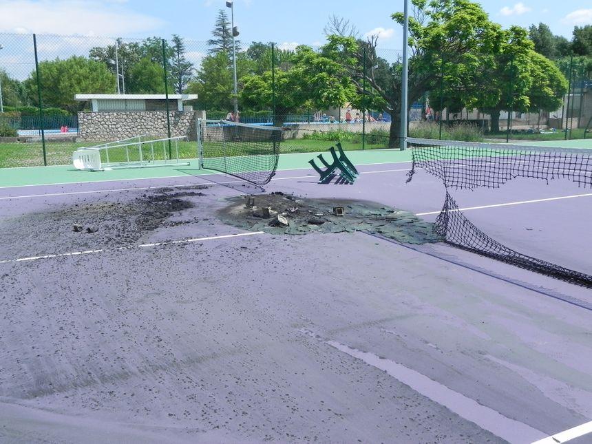 Les cours de tennis ravagés
