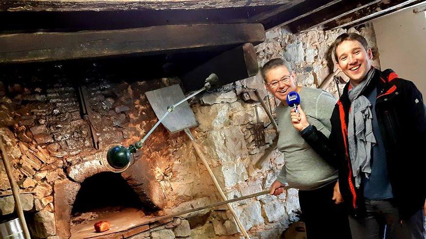 Pascal Chanteau devant le four du moulin de Go à St Pierre sur Erve