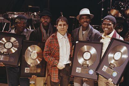 En 1987, Paul Simon et quatre des musiciens de l'album reçoivent un Disque d'or pour 'Graceland'