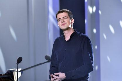 """Le chanteur français Philippe Jaroussky se produit lors de l'émission de télévision française """"La Grande Librairie - Si on lisait"""" le 16 novembre 2015 à Paris."""