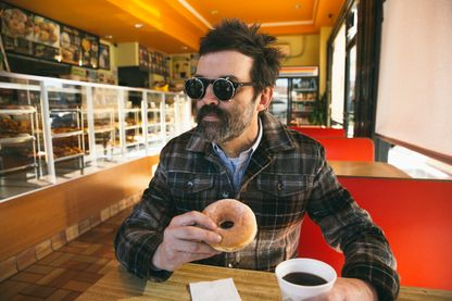 Mark Oliver Everett, leader de Eels, publie 'The Deconstruction', nouvel album du groupe.