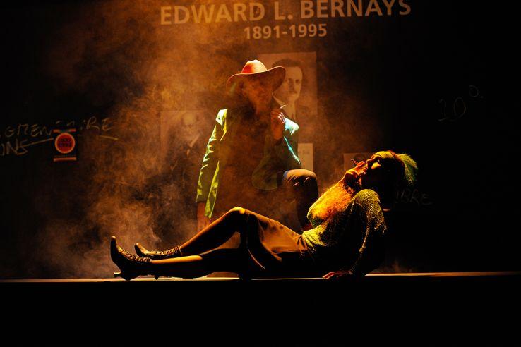 """Une scène de la pièce de théâtre """"Un démocrate"""", de Julie Timmerman, consacrée à Edward Louis James Bernays"""