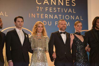 """Nicolas Maury, Vanessa Paradis, Yann Gonzalez et Kate Moran au Festival de Cannes pour la présentation  """"Un couteau dans le coeur"""" 18 mai 2018"""