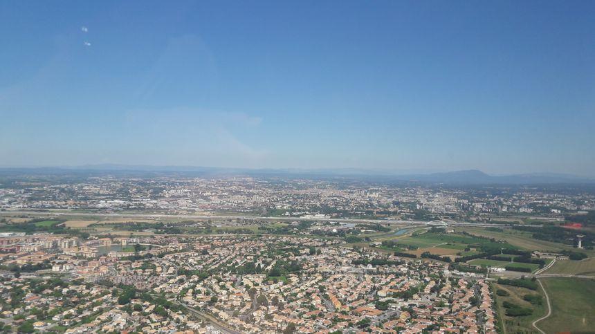 Lors des tours de piste, les avions longent les habitations de Pérols