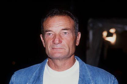 Le navigateur français Éric Tabarly né le 24 juillet 1931 à Nantes et mort en mer d'Irlande le 13 juin 1998 à la suite d'une chute à la mer.