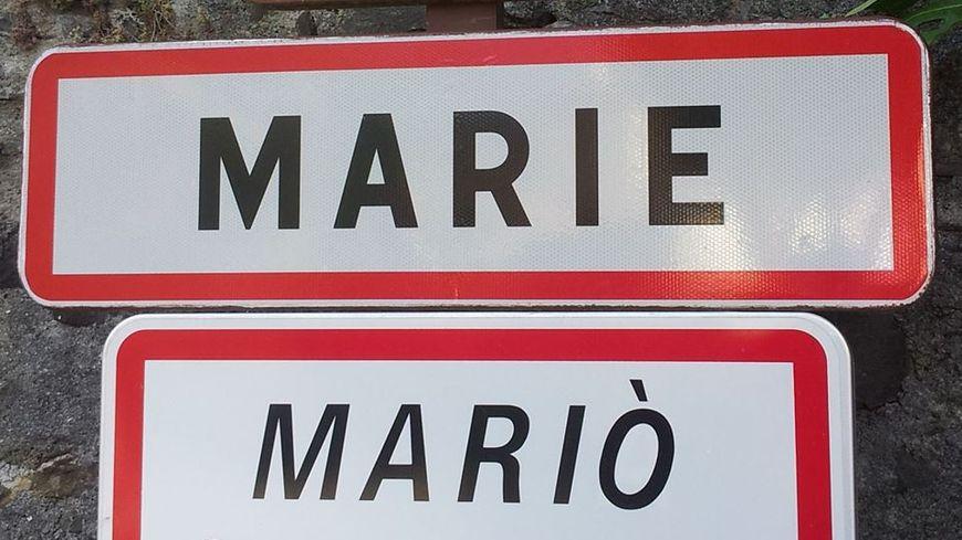 Le panneau d'entrée au village de Marie dans les Alpes Maritimes