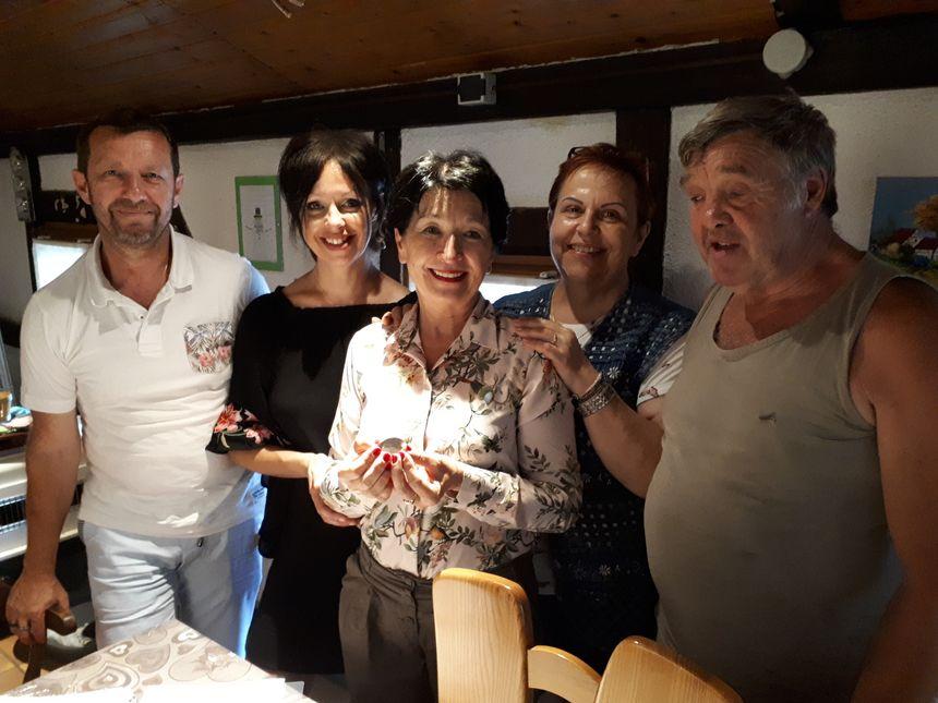 La famille Guenin-Dreyer entourant Claude Paris