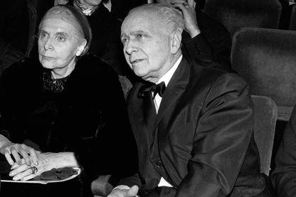 Elsa Triolet et Louis Aragon assistent au spectacle de Barbara à l'Olympia en février 1968, Paris