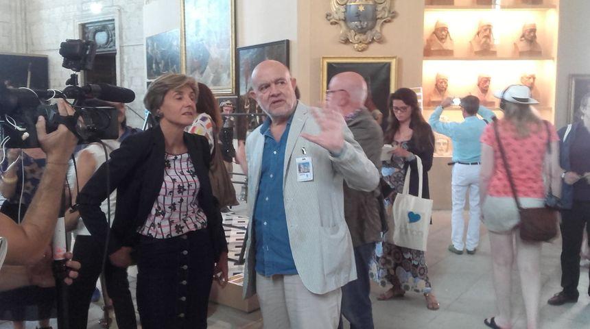 Le couturier Christian Lacroix et le maire d'Avignon Cécile Helle ont visité l'expo ensemble