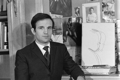 """François Truffaut pendant une interview pour son livre consacré au cinéaste anglais Alfred Hitchcock : """"Le cinéma selon Hitchcock"""""""