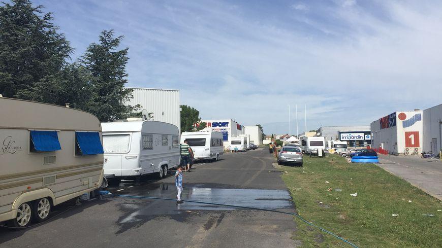 Ils sont cinq parfois six à vivre dans des caravanes de dix mètres carrés