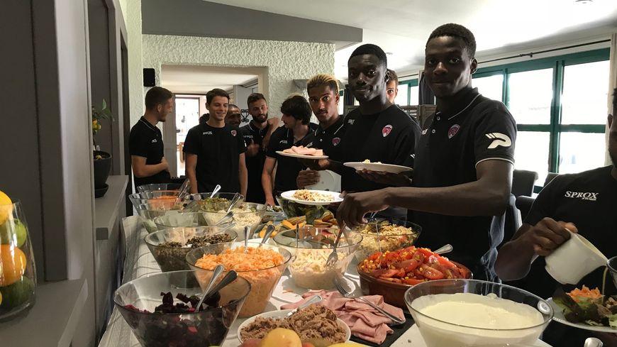 L'équipe du Clermont Foot 63 au moment du déjeuner