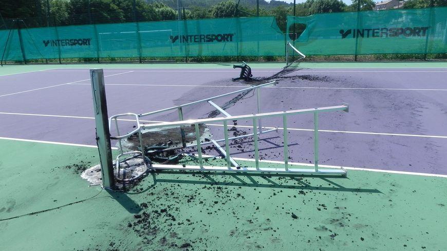 Les cours de tennis de Sainte-Tulle saccagés