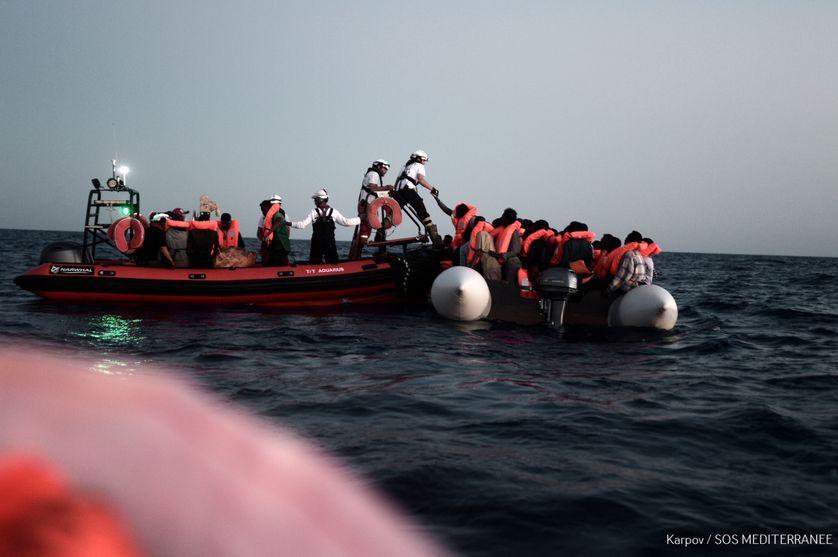 De nombreuses ONG comme SOS Méditerranée viennent en aide aux migrants.