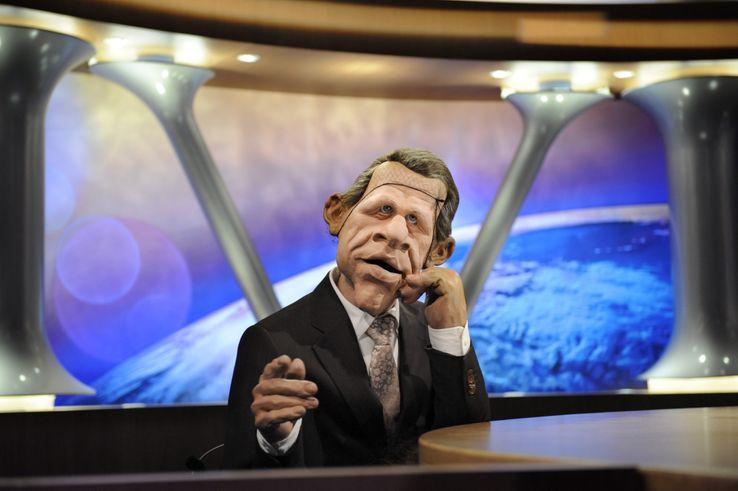 """La marionnette de l'émission de télévision """"Les Guignols de l'Info"""" du journaliste et présentateur Patrick Poivre d'Arvor est installée sur le plateau, le 11 février 2009 à Saint-Denis"""