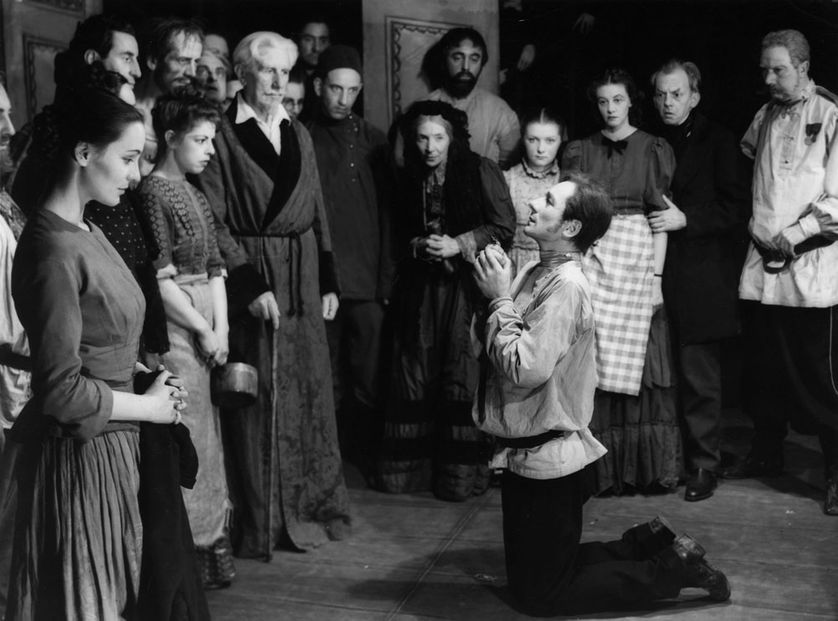 "L'aveu de Raskolnikov (John Gielgud) , adaptation théâtrale de ""Crime et châtiment"" de Dostoïevski (1946)"