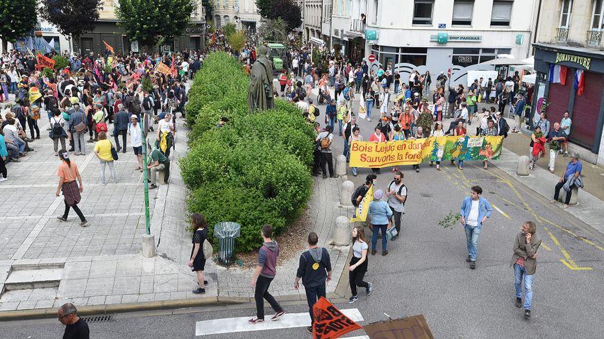 La manifestation a rassemblé plus d'un millier de personnes