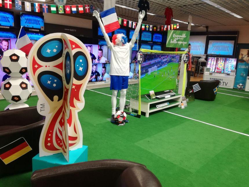 """""""On vend plus de télés pendant le Mondial qu'à Noël""""-Arnaud Kieffer, responsable de l'audiovisuel d'un magasin spécialisé belfortain"""