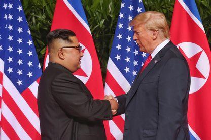 Les deux hommes se sont serrés la main dans la nuit de lundi à mardi