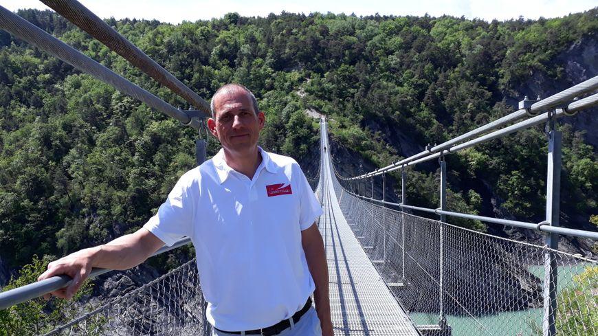 Les passerelles himalayennes et Didier Berthelot  directeur du SIVOM syndicat intercommunal du lac de Monteynard