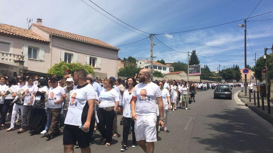 Une marche blanche en hommage aux victimes collatérales des règlements de compte à Marseille.