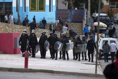 Police marocaine dans les rues d'Al Hoceima (Maroc) le 28 octobre 2017