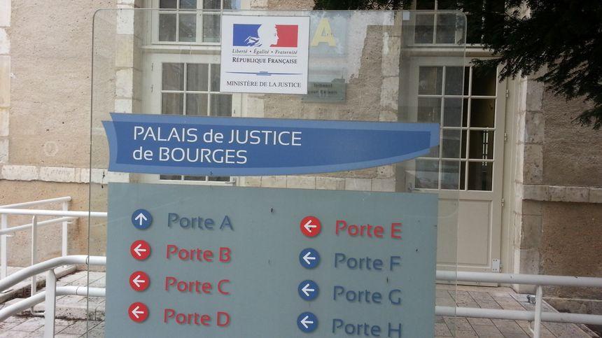 L'entrée de la cour d'assises au palais de justice de Bourges