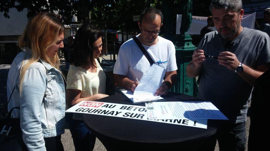 Les organisateurs n'ont pas eu de mal à faire remplir leur pétition.