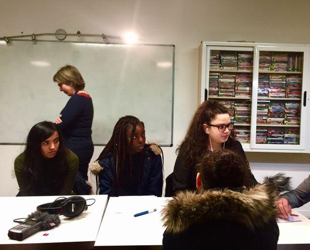 Le groupe chaperonné par Christine Siméone a interviewé des journalistes étrangers réfugiés en France, dont certains ont souhaité garder l'anonymat pour des raisons de sécurité.
