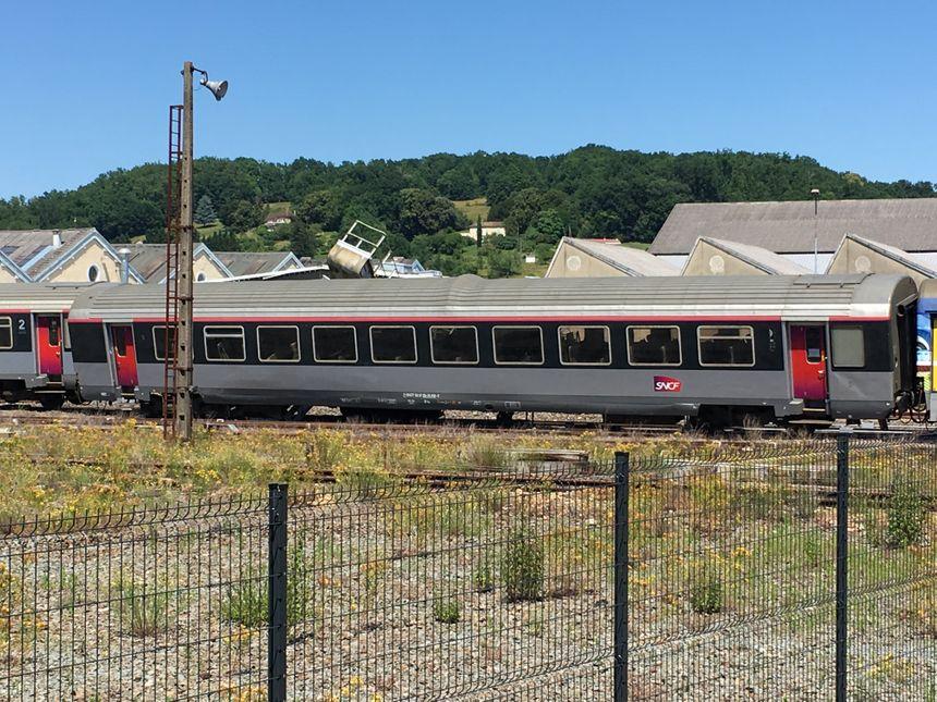 Le train accidenté en gare de Périgueux