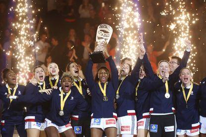 """Laura Flessel : """"Je veux valoriser le sport au féminin"""" [France - Norvège - Finale du Championnat du monde de handball féminin 2017]"""