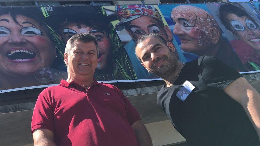 Jean-François Rebeix et Philippes Lopes, les organisateurs de Cirkano devant la fresque du festival