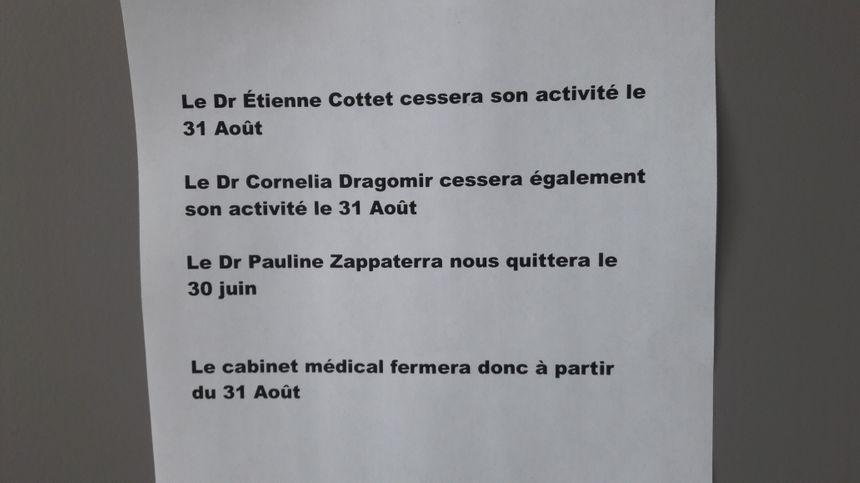 Affiche explicite placardée dans la maison médicale d'Eloyes