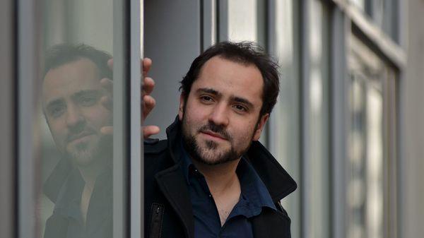 Louis-Noël Bestion de Camboulas dirige l'Ensemble Les Surprises pour l'opéra Issé au Festival de Montpellier