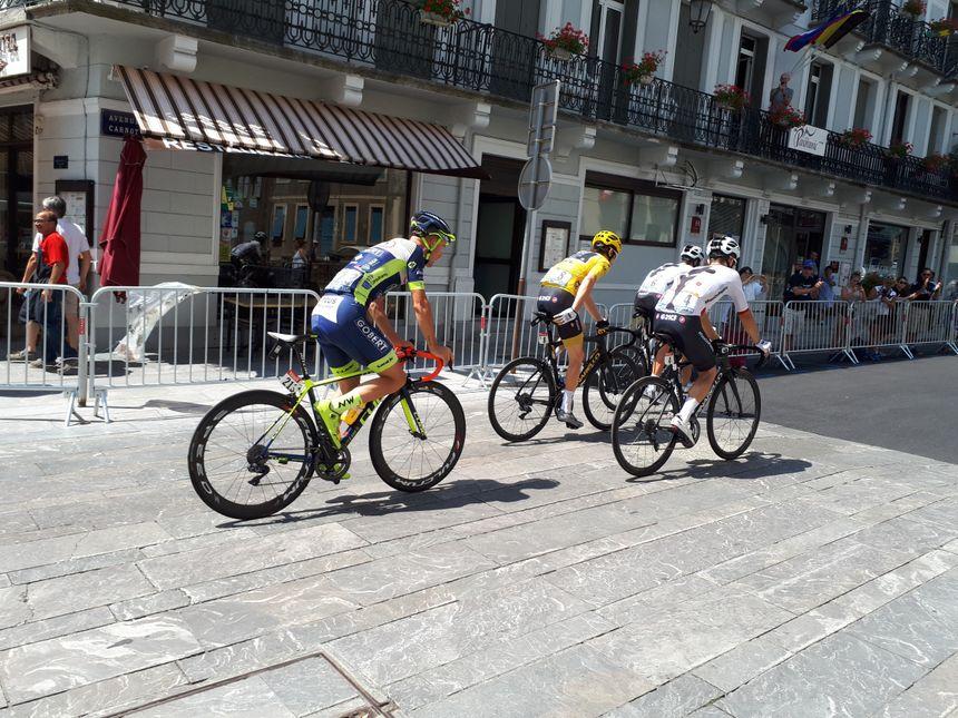 Le maillot jaune dans les rues de Luchon