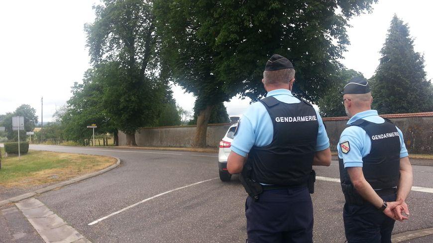 A l'entrée de Tantonville, sur la RD 913, une dizaine de gendarmes ont effectué des contrôles pédagogiques autour de l'abaissement de la vitesse à 80km/h sur certaines départementale