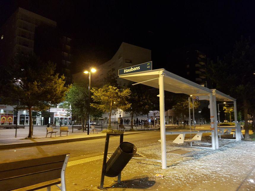 Du mobilier urbain vandalisé dans le quariter Malakoff de Nantes