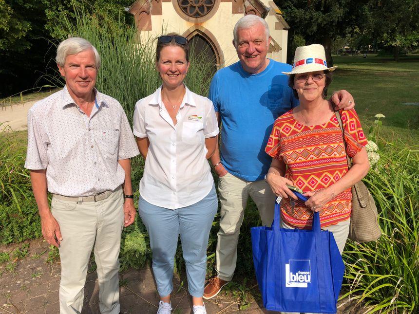 Jean-Jacques Stahl adjoint, Emmanuelle Conrad de l'office de tourisme d'Obernai, le mari de la gagnante et Chantal la gagnante