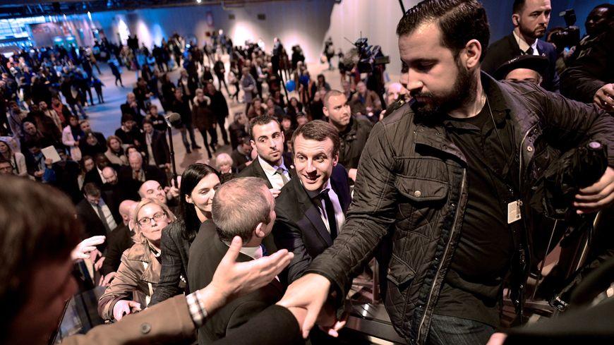 Alexandre Benalla, devant le président Emmanuel Macron, le 1er mars 2017 à Paris.