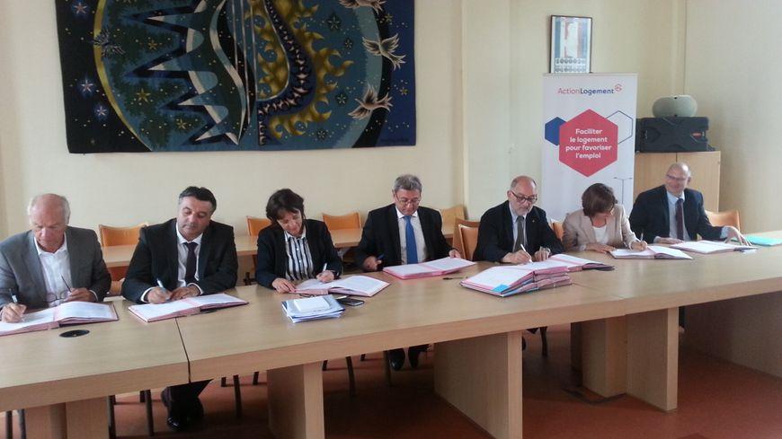 Les différents partenaires signataires de la convention Coeur de Ville à Vierzon