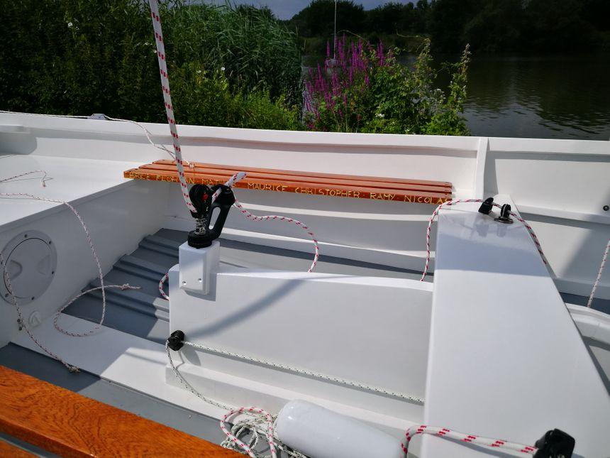 Les prénoms des jeunes gravés dans le bateau - Radio France