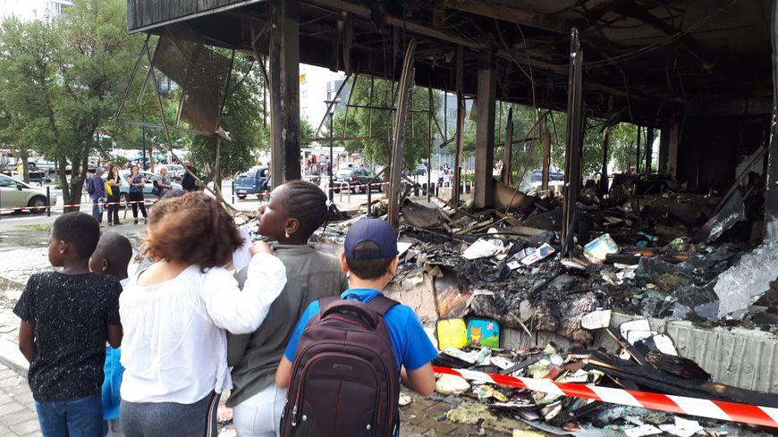 La bibliothèque de la Maison des haubans totalement ravagée par un incendie dans le quartier Malakoff à Nantes